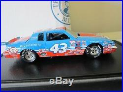 1/24 Franklin Mint Richard Petty 1984 Pontiac Grand Prix Sig. Edition b20a588